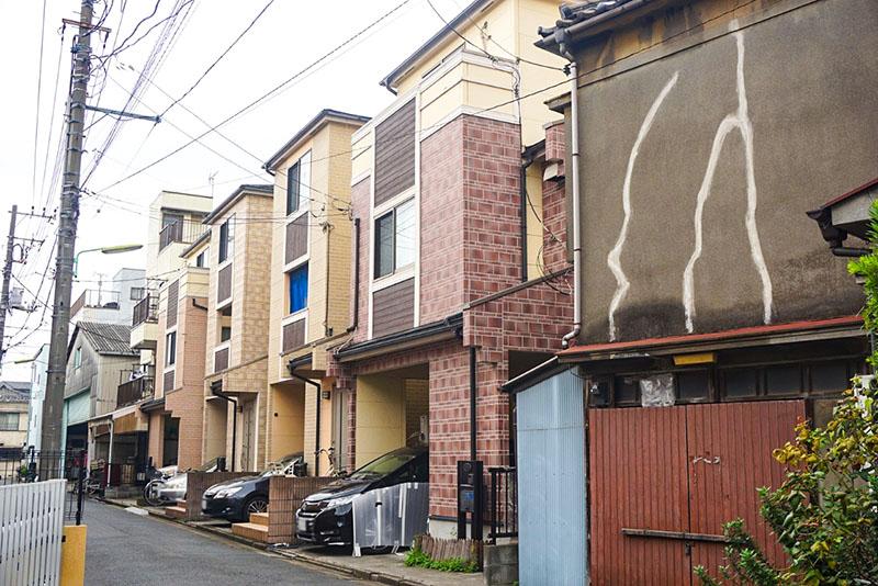 相撲部屋側の住宅街