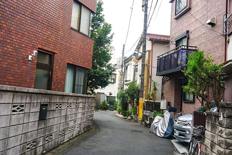 白鬚神社を抜けた先の住宅