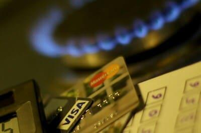 クレジットカードとガスバーナー