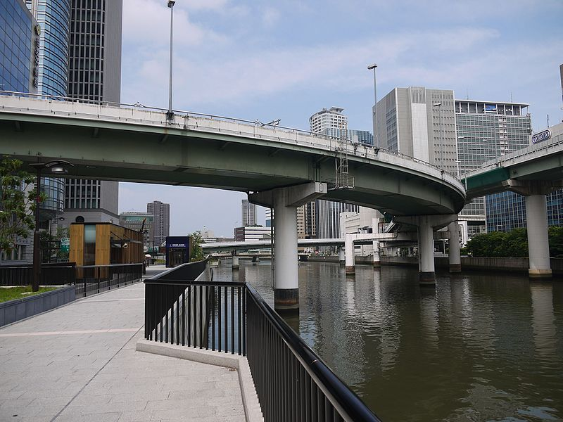 渡辺橋駅5番出口