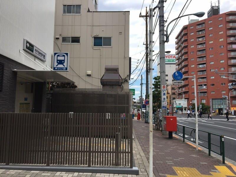 本所吾妻橋駅の外観