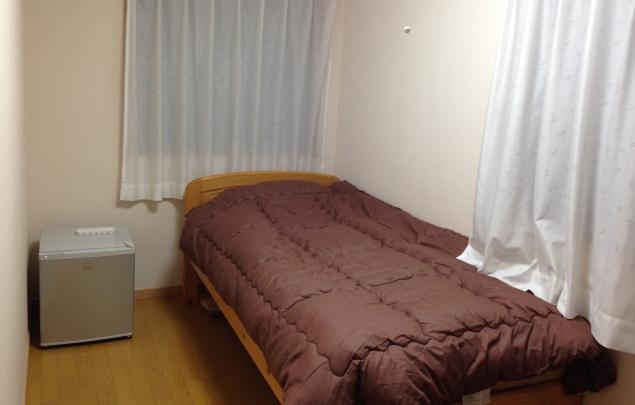 4畳半の狭い部屋