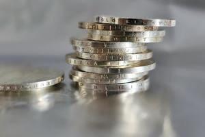 積み重なったコイン