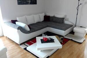 白いソファがあるお部屋のレイアウト