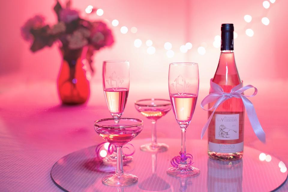 ピンクのワイン・シャンパン・キャバクライメージ