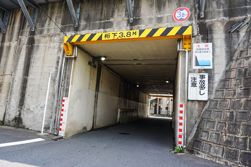 線路下のトンネル