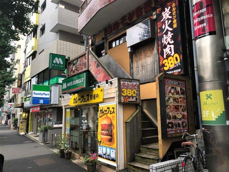 駅前の飲食店