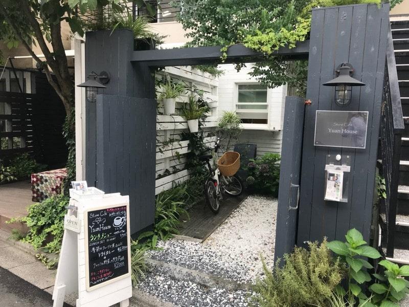 住宅街のおしゃれなカフェ