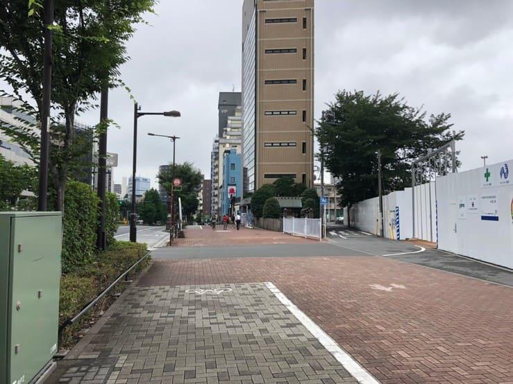 中野坂上の大通りから住宅街へ外れる道