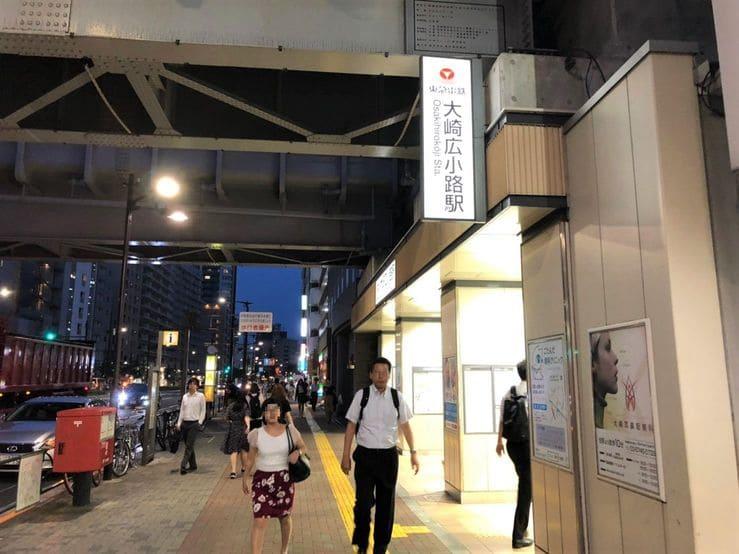 大崎広小路駅の夜の様子