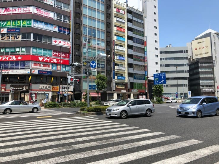 五反田駅西口駅前の大通り