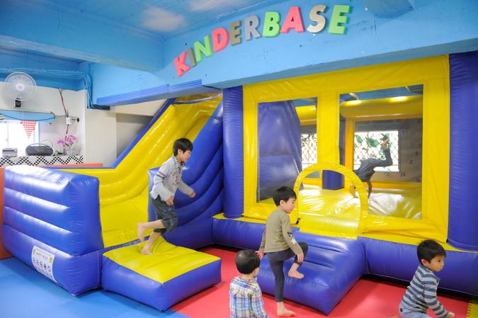 キンダーベース 明大前の子どもの遊び場