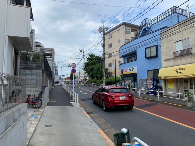 駅南東の住宅街の風景