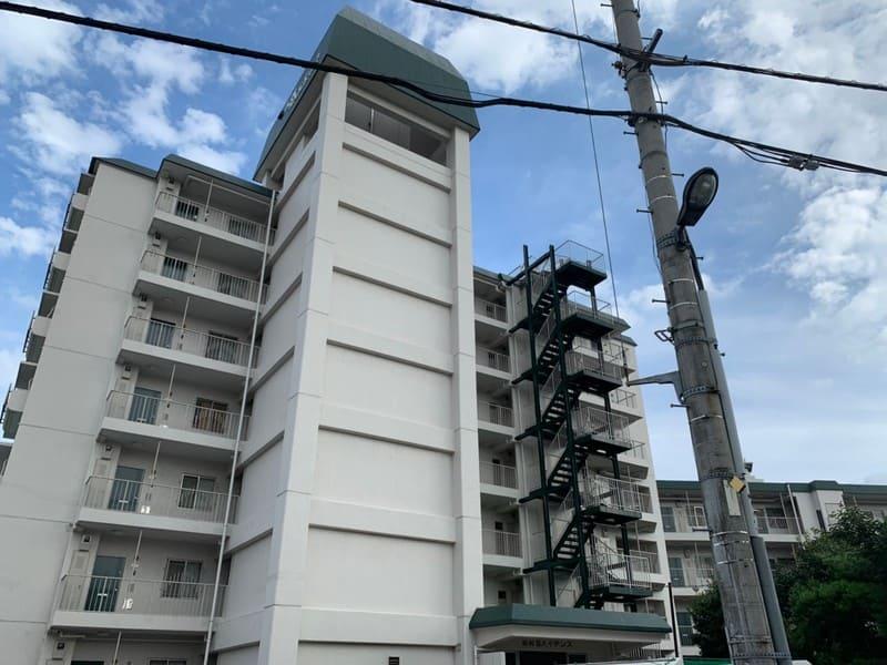 駅南東の住宅街の古いマンション