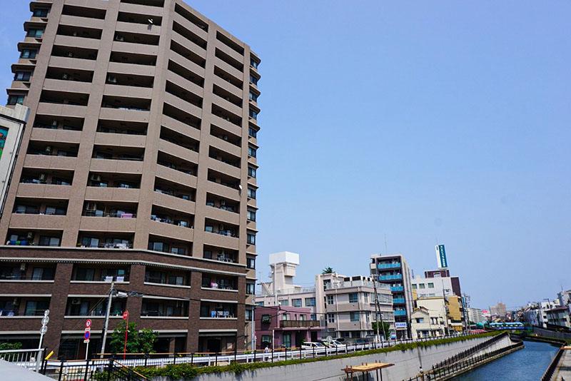 京成橋の上からみた住宅