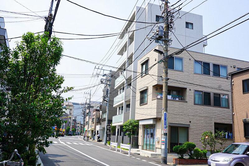 新あづま通りの住宅街