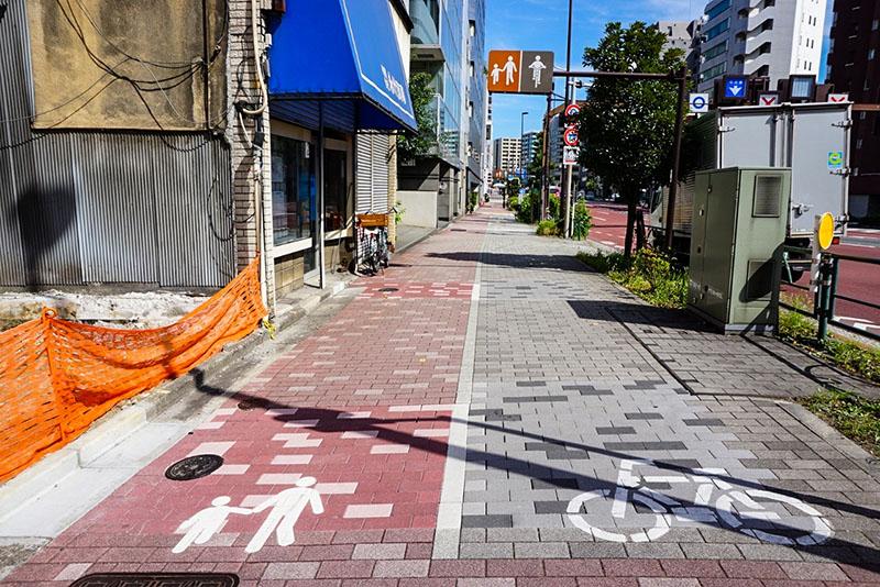 永代通りの歩道