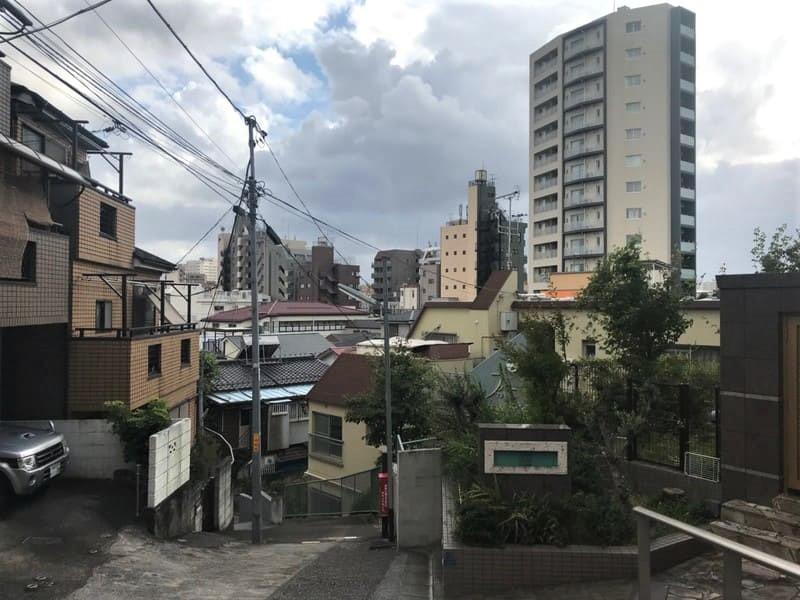 坂の上から見た田端駅周辺の街並み