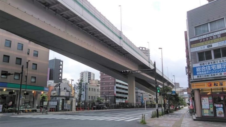 板橋区役所前駅前