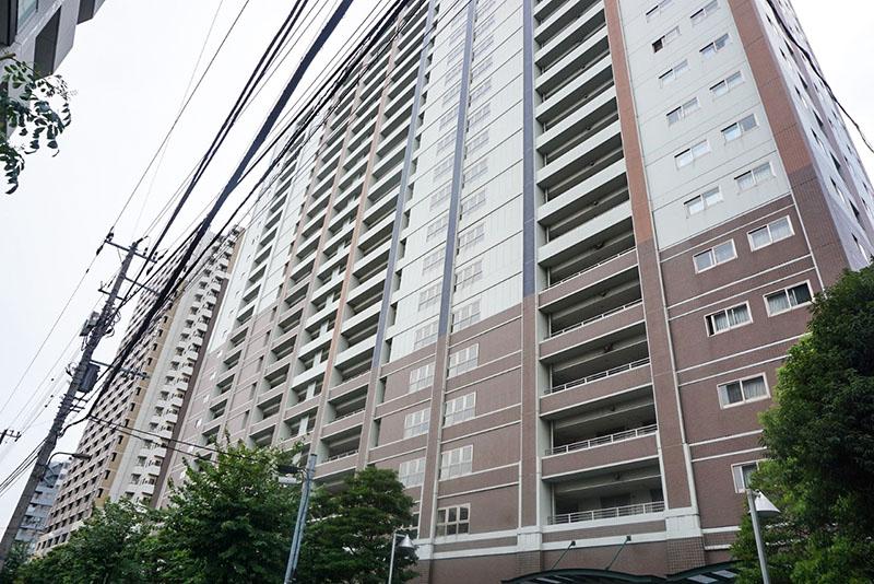 隅田川沿いの大型マンション