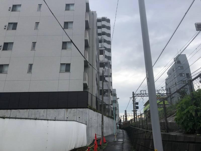 下赤塚駅へ伸びる路地