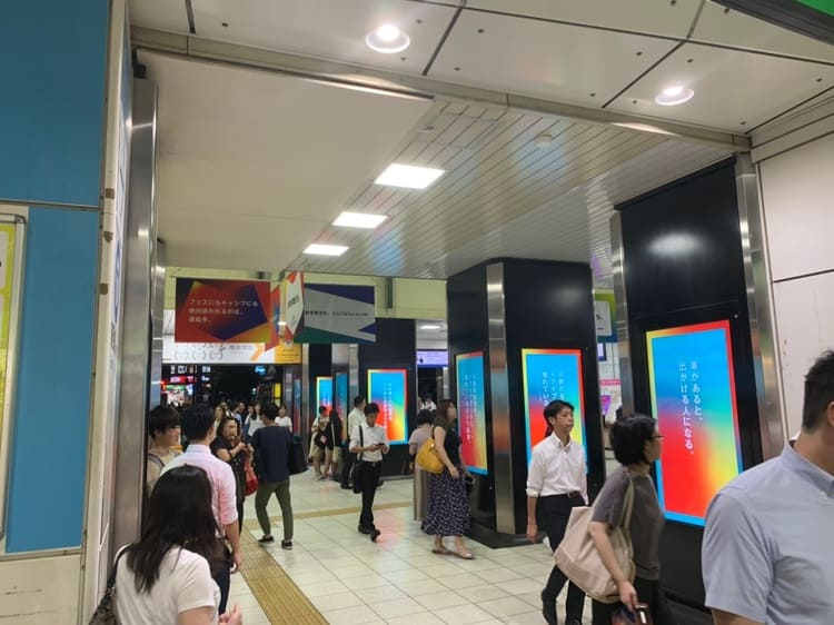 高田馬場駅の夜の風景