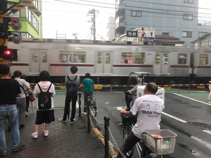 下赤塚駅近くの踏切