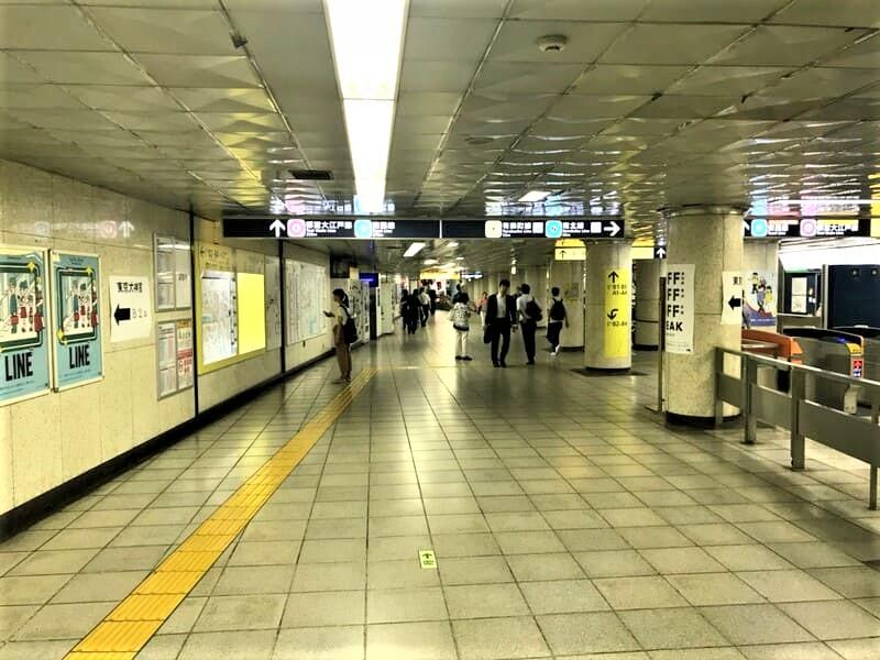 飯田橋駅コンコース移動1
