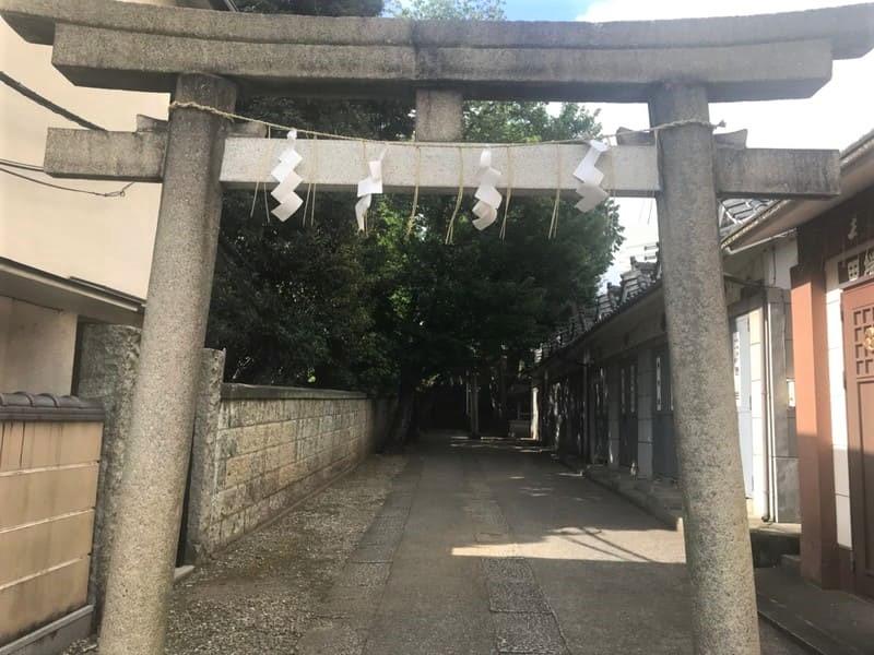 八幡神社の入り口
