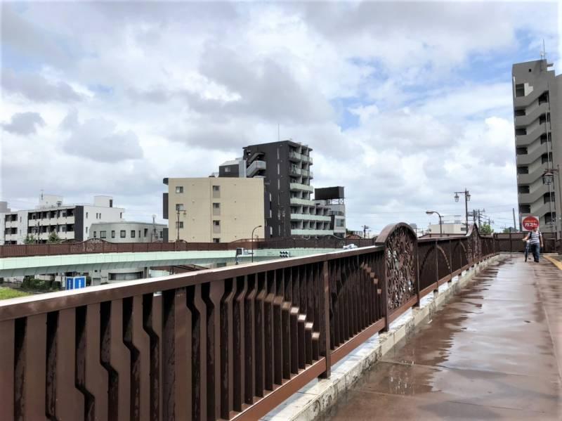 笹目通りと目白通りの交差点にある歩道橋