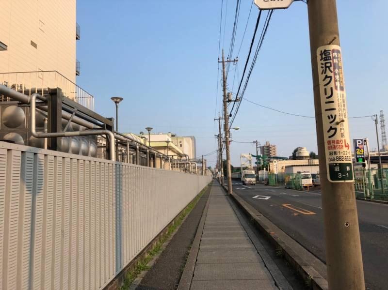 ロッテリア工場の横の道路