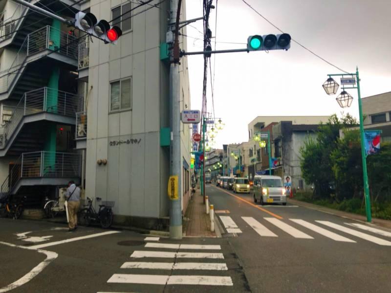 住宅街と街灯