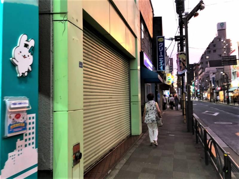 志村坂上駅周辺のシャッターの下りた店舗