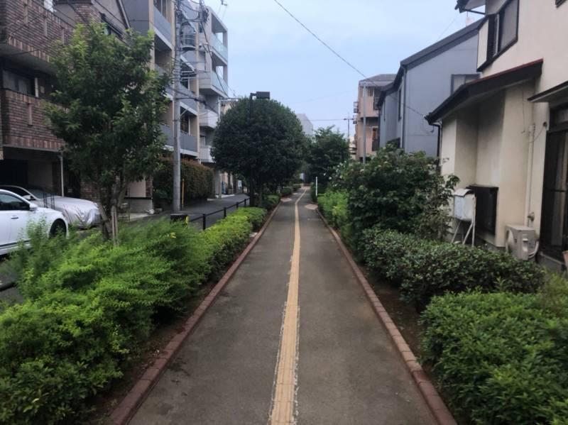 梅ヶ谷駅へ伸びる散歩道