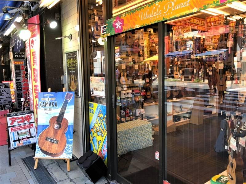 本郷通りの楽器店