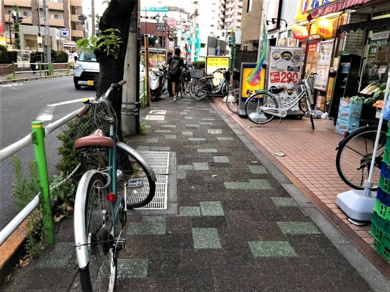 志村坂上駅前の歩道の様子