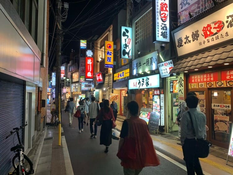 さかえ通りの夜の風景