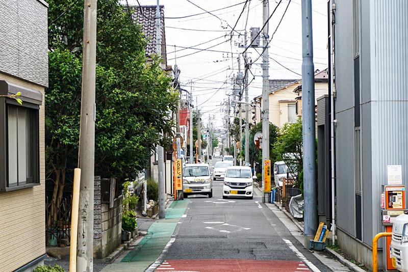 明和橋に繋がる細道