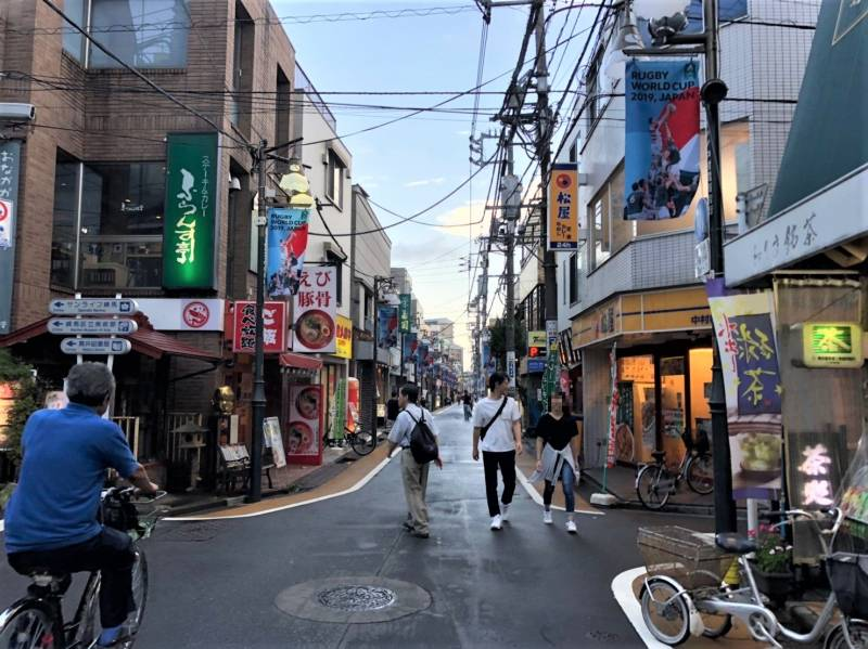 中村橋駅前の商店街