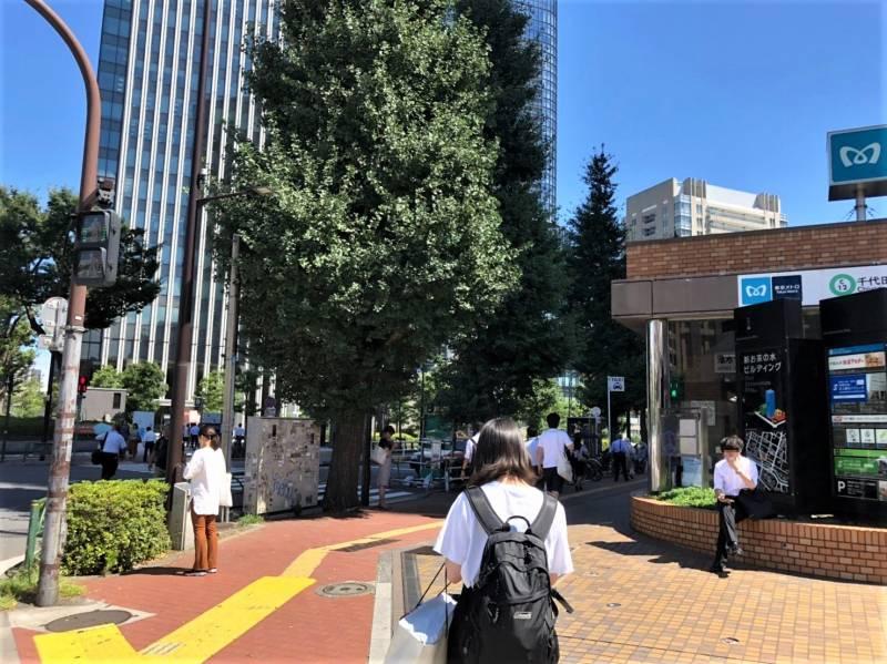 新御茶ノ水駅の入り口付近の様子