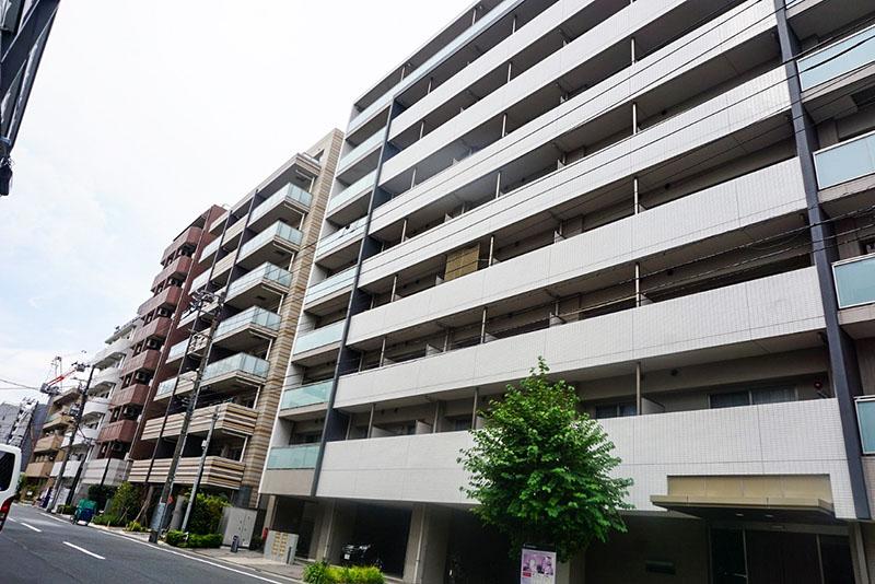 小松川沿いの住宅