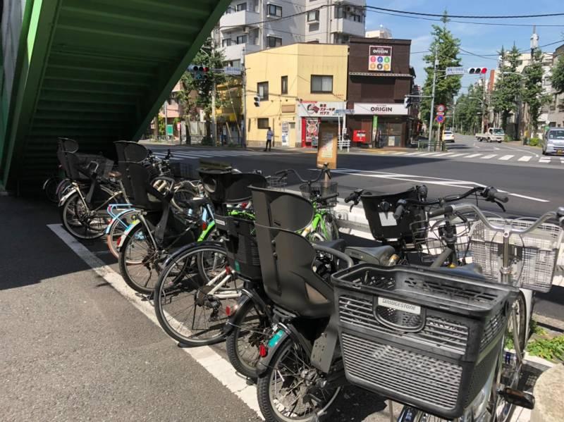 本駒込駅の歩道橋下の駐輪場