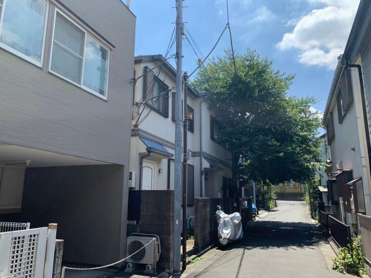 高田馬場駅周辺の古い一軒家が並ぶ住宅街