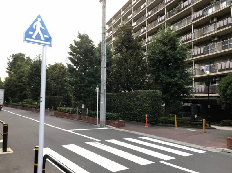 小豆沢パークファミリア1号棟前の道