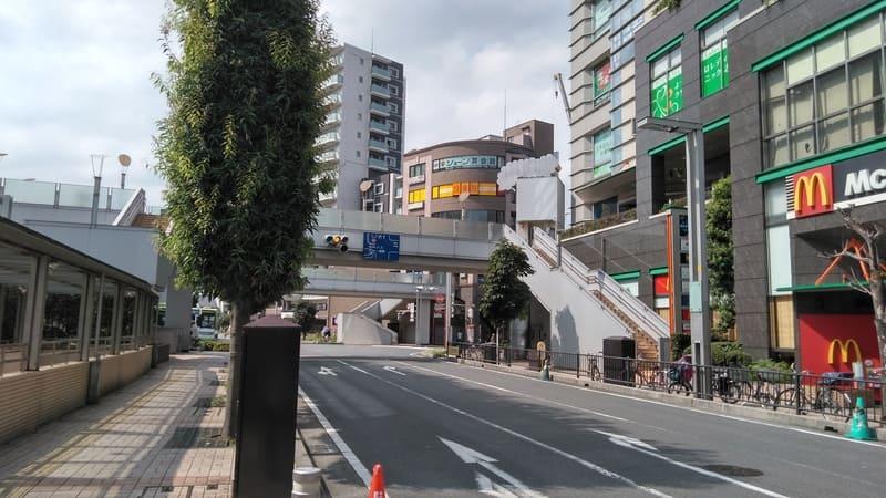志木駅東口前の大通り
