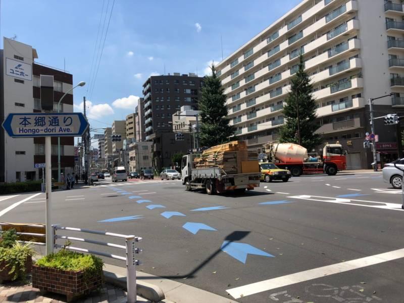 不忍通りと本郷通りの交差点