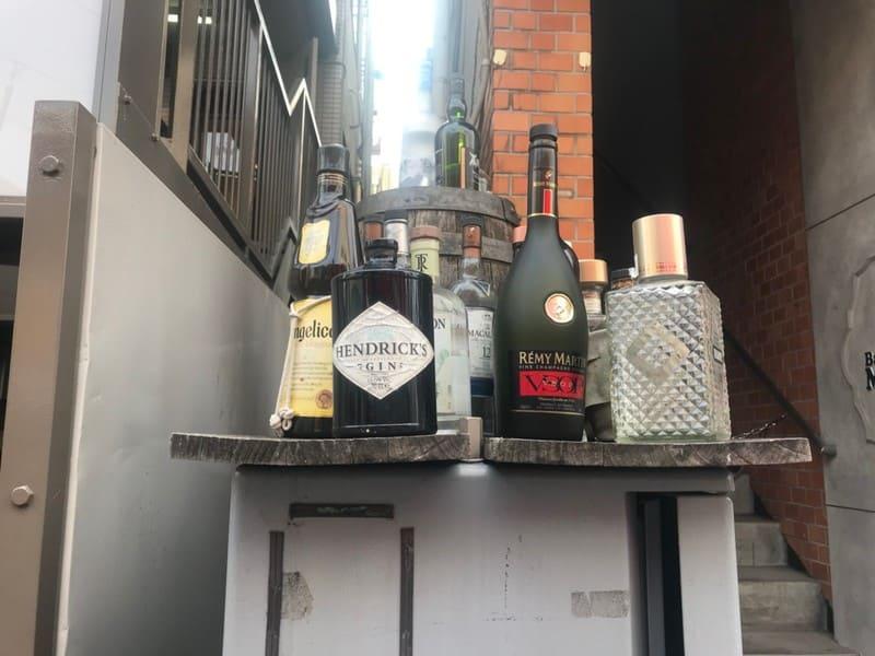 お酒の瓶のオブジェ