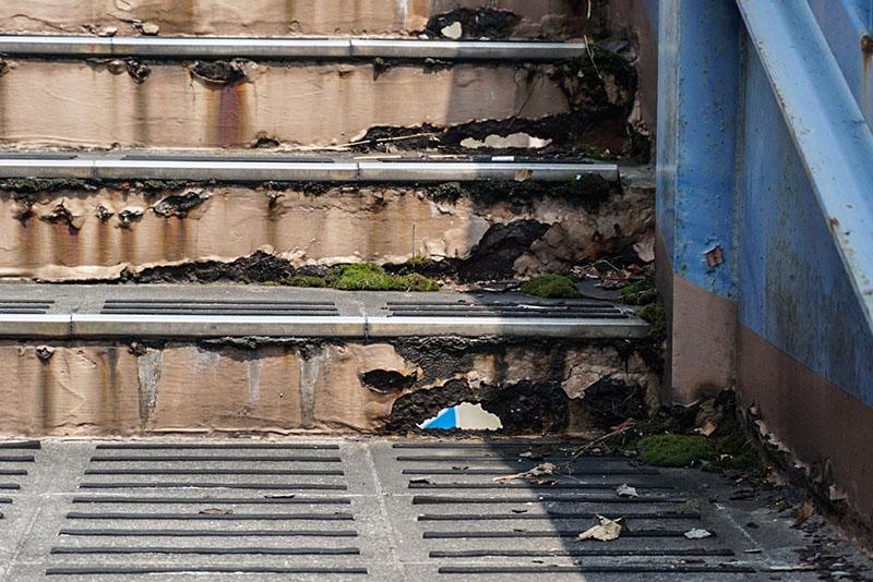 陸橋の階段