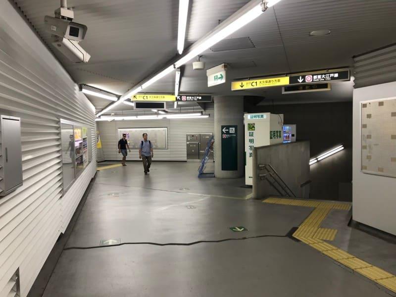 飯田橋駅コンコース移動3