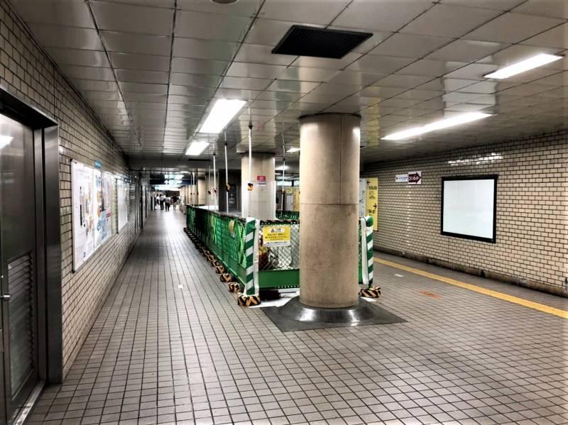 御茶ノ水駅にアクセスする地下通路